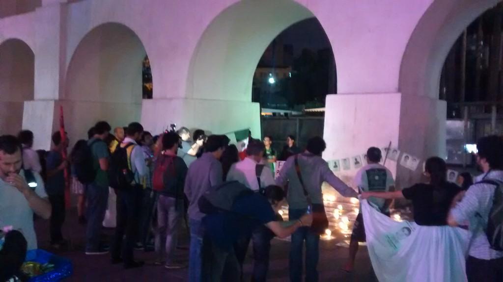 Arcos da Lapa manifestação por justiça e contra o assassinato dos estudantes em Ayotzinapa - Rio de Janeiro