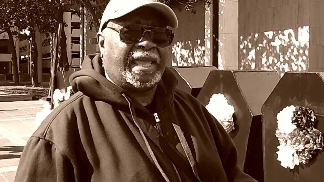 Lorenzo Kom'boa Ervin, ex-Panteras Negras, anarquista, ativista e escritor
