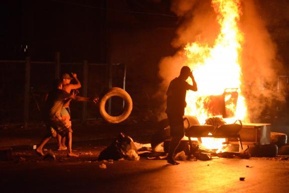Moradores da Metrô Mangueira resistem à remoção e à repressão policial