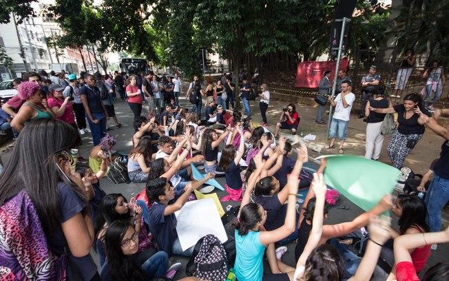 Assembleia de alunos e alunas do movimento Ocupa Escola, 2015 - São Paulo